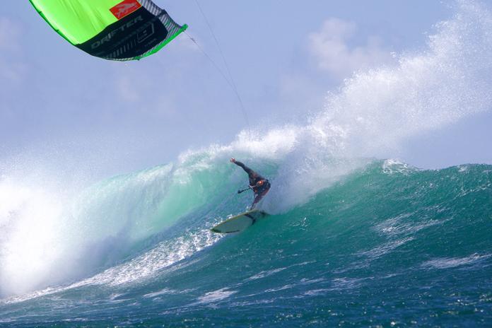 Reo Stevens Top turn kitesurfing indonesia