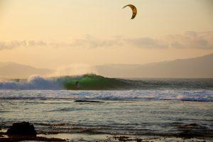How To Kitesurf – Getting barreled Kitesurfing