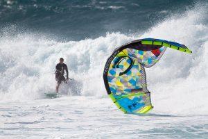 How To Kitesurf – Relaunching Kite in the Surf