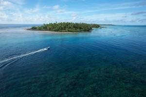 tender-motu-tuamotu-french-polynesia